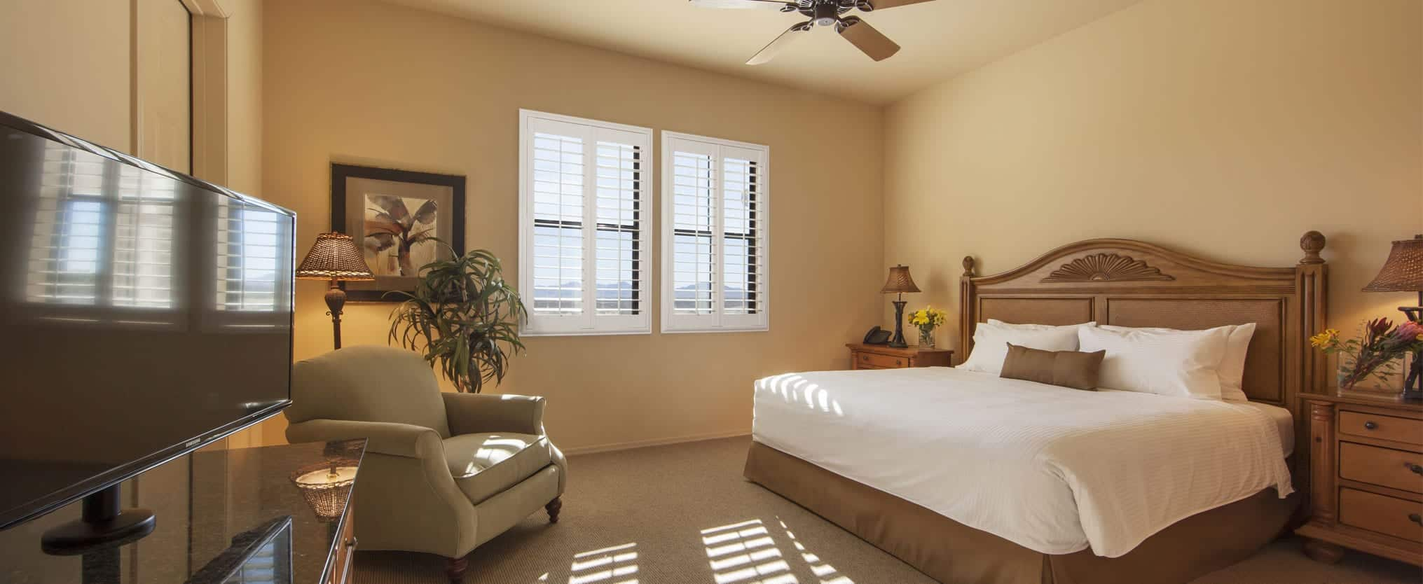 Two Bedroom Suite With One King Bed And Two Queen Beds
